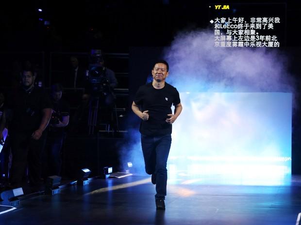 Rival chinês da Tesla passa vergonha em lançamento de carro autônomo