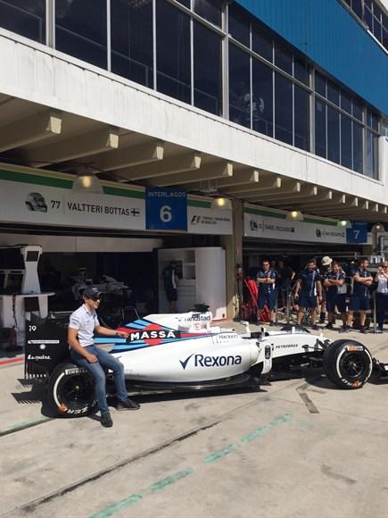 Em homenagem, Williams tira nome de patrocinador principal do carro e substitui pelo de Massa
