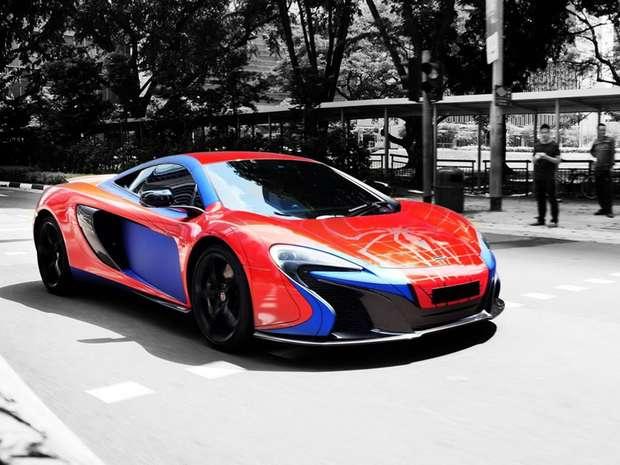 Empresa de tuning transforma carro em super-herói