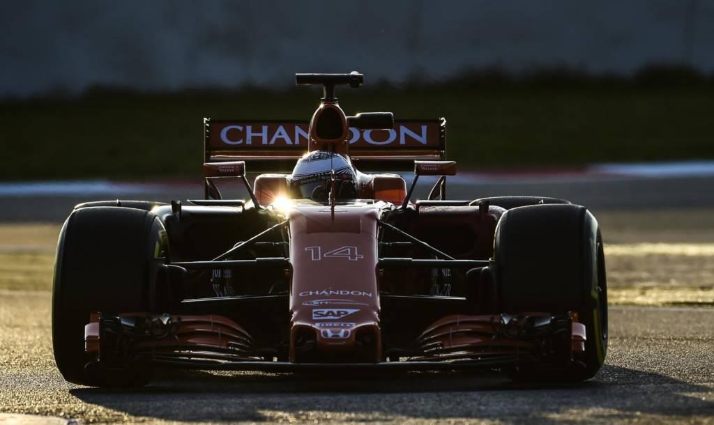 Chefe da McLaren admite chance de romper com a Honda